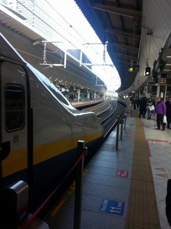 shinkansen platform/tracks